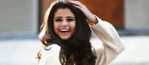 New Coach campaign shows Selena Gomez flaunting bags, coats, and dresses, while looking effortlessly beautiful. [Image via Elite Daily]