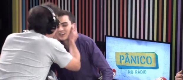 Os dois se beijaram sem grandes problemas
