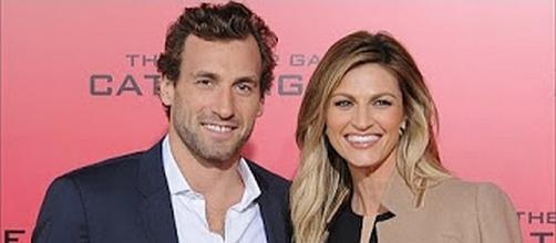 Erin Andrews and Jarret Stoll got married on June 24, 2017 [Image: E! News/YouTube screenshot]