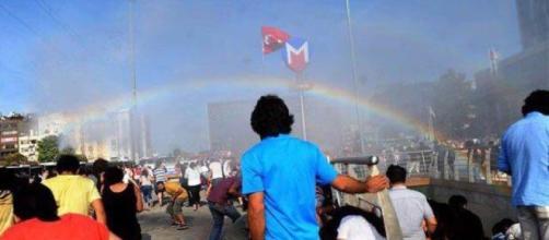 Istanbul Pride, polizia carica i manifestanti con pestaggi, gas ... - spetteguless.it