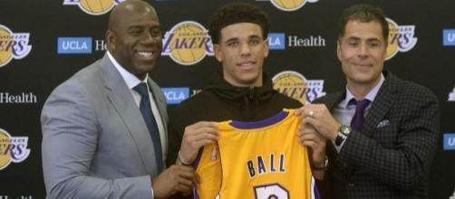 Lonzo Ball, the second pick of the 2017 NBA draft, alongside Magic Johnson and Rob Pelinka. Photo by Twitter/@SpectrumSN