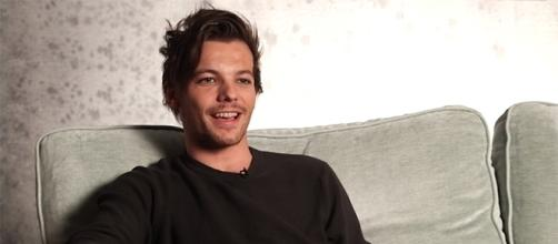 Louis Tomlinson opens up about the struggles of being a solo artist after One Direction's hiatus. [Image via YouTube/OneDirectionVEVO]
