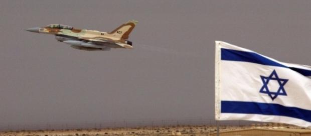 L'aviazione israeliana ha attaccato alcune postazioni siriane al confine con il territorio del Golan