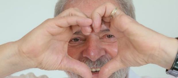 Lula aparece com 27% na pesquisa do DataPoder360