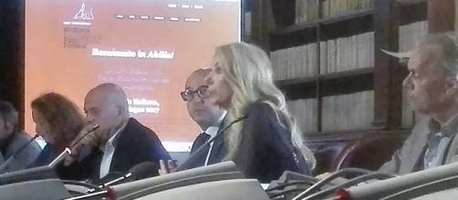 Conferenza presso il Min. dei Beni Culturali. Al centro l'on. Gabriella Carlucci, alla sua sinistra on. Cesaro e a destra il M.o Vincent Russo