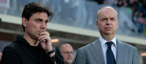 L'allenatore del Milan Vincenzo Montella, a sinistra, e il dirigente rossonero Marco Fassone, a destra