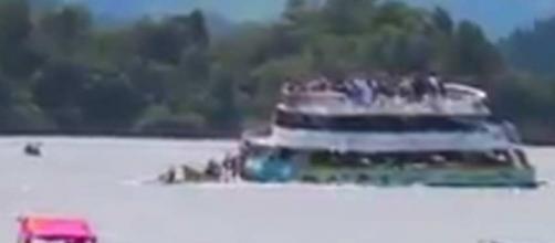 Naufragio de embarcación colombiana en Guatapé