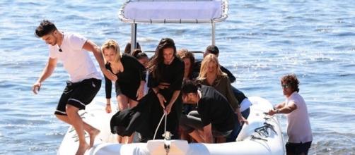 Temptation: Riccardo e Camilla al momento di sbarco in Sardegna con le altre coppie
