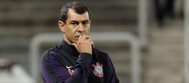 Fábio Carille será obrigado a fazer alterações na sua equipe (Foto: Reprodução/Agência Corinthians)