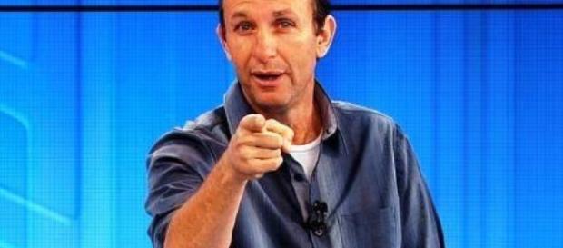 Neto é apresentador do programa ''Donos da Bola''