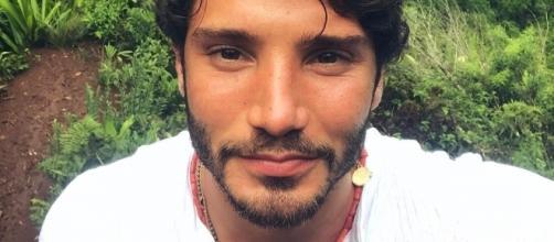 Gossip: Stefano De Martino innamorato di una 'sconosciuta'? Le novità.