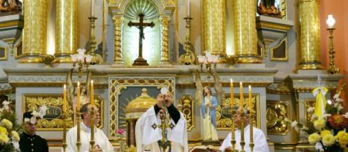 Los sacerdotes aprovechan su púlpito para dar clases de moralidad supuestamente cristiana