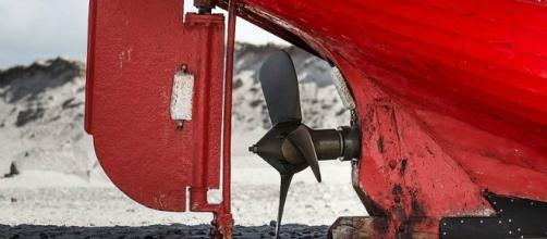 Rudder and propeller on beached fishing vessel Skagerak, Nørre Vorupør beach, Denmark - CC BY SA 4.0