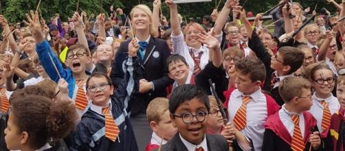 UK schoolkids dressed as Harry Potter celebrate their new World Record last June 23. / from 'Guinness World Records' - Image BN library