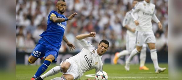Arturo Vidal se enfrenta a Cristiano Ronaldo