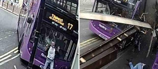 Homem atropelado por ônibus levanta e sai andando (Foto: Reprodução)
