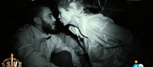 Alba Carrillo le levanta la mano a Iván en Supervivientes.