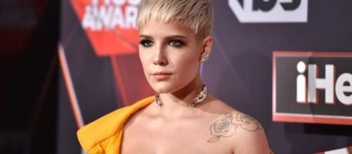 Halsey takes a swing at Demi Lovato for exploiting bisexuality (Image Credit: newnownext.com)