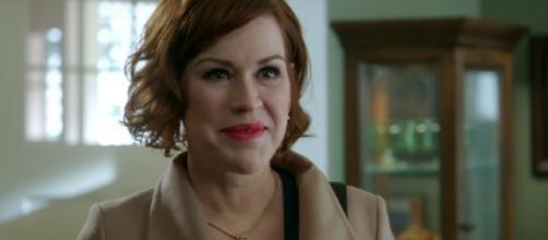"Molly Ringwald returns as Mary Andrews in ""Riverdale"" Season 2. (Youtube/tvpromosdb)"