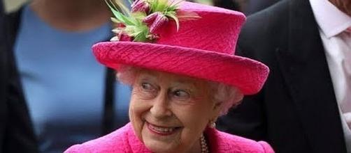 Queen Elizabeth gets a 78 percent raise [Image: CBS/YouTube screenshot]