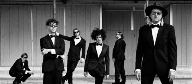 Arcade Fire lançará novo álbum em julho (crédito da foto: Anton Corbijn)