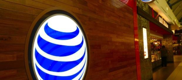 AT&T unveils Cingular Flip 2 / Photo via Mike Mozart, Flickr