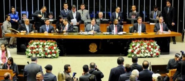 Eunício Oliveira destaca os 40 anos da Igreja Universal em sessão solene do Senado
