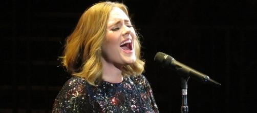Adele at the Genting Arena, Birmingham as part of her Live 2016 tour. Author: Egghead06 from Wikimedia Commons