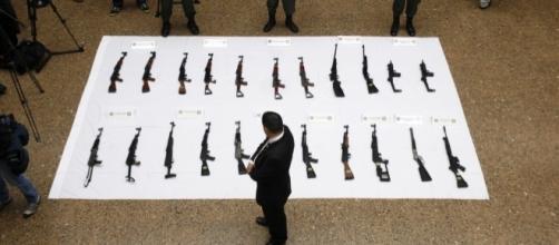 Confiscation of FARC weapons in 2013 / [Image by Policia Nacional de los Colombianos via Flickr, CC BY-SA 2.0]