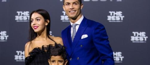 Cristiano Ronaldo com a namorada Georgina Rodríguez e o filho Cristiano Jr.