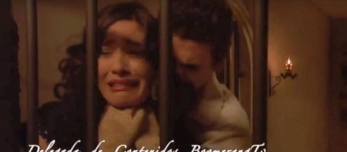 Elias cerca di strangolare Camila