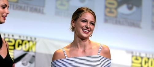 Melissa Benoist speaking at the 2016 SDCC - https://commons.wikimedia.org/wiki/File:Melissa_Benoist_(28526240152).jpg