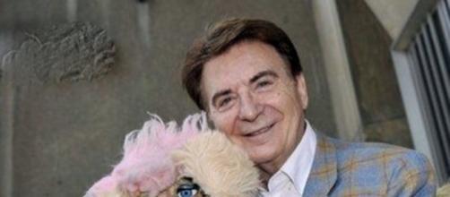 Paolo Limiti con il pupazzo Floradora