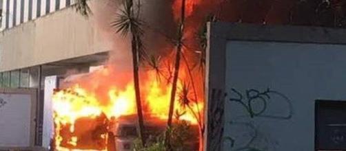 Sede de la Compañía de Telefonía Venezolana (CANTV) saqueada y quemada