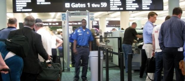 Aviation security at Orlando airport, 2010. / [Image by Frankieleon via Flickr, CC BY 2.0]