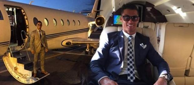 Cristiano Ronaldo en su jet privado, valuado en 19 millones de euros