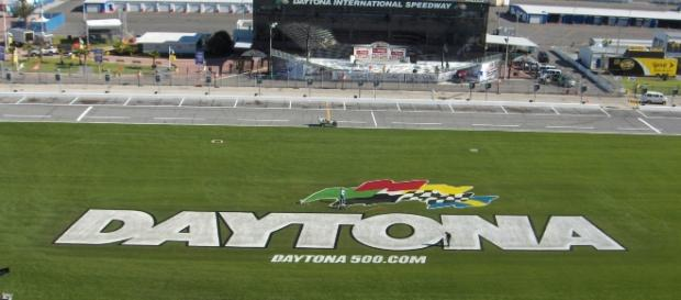 Frontstretch of Daytona (Credit: ImperialAssassin, Wikimedia Commons)