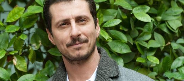Luca Bizzarri criticato per tweet su Paolo Limiti