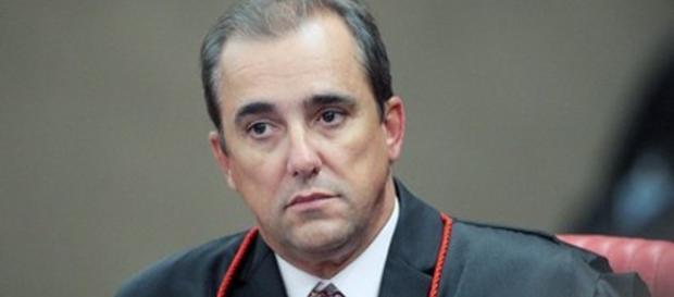 Ministro do TSE, Admar Gonzaga, se manifestou sobre ação movida por sua esposa