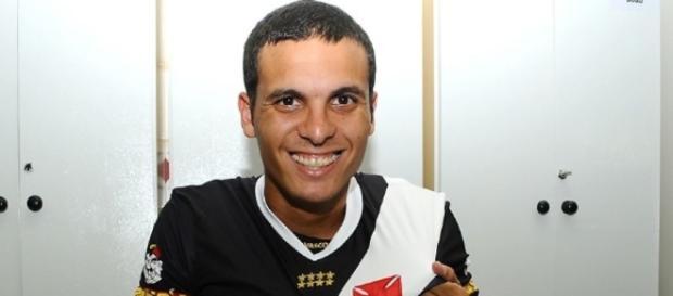 Vasco Contrata Ramon; lateral-esquerdo assinou contrato nesta quinta