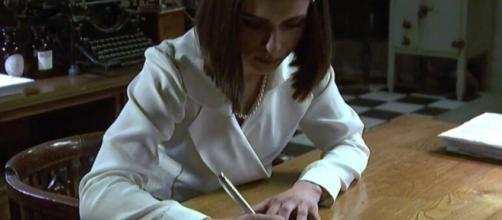 Beatriz scrive una lettera per Matias
