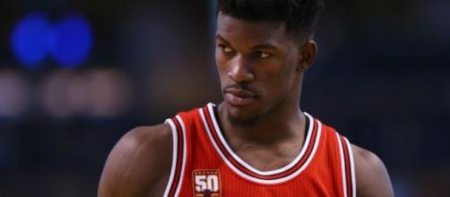 Jimmy Butler continues to be the basis of trade rumors in the NBA. [Image via Blasting News image library/inquisitr.com]