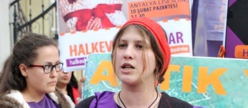 Morta la combattente turca raccontata da Zerocalcare in Kobane ... - today.it