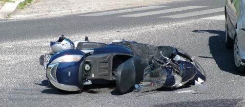 Scontro fra un'auto e una moto |Muore un ragazzo di 16 anni