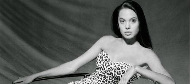 First Photoshoot of Angelina Jolie When She Was 15 Years Old ... - fubiz.net