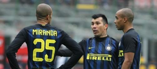 Cagliari-Inter, si ricompone la diga: Miranda torna al fianco di ... - passioneinter.com
