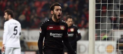 Hakan Calhanoglu tra qualche giorno potrebbe diventare un giocatore del Milan.