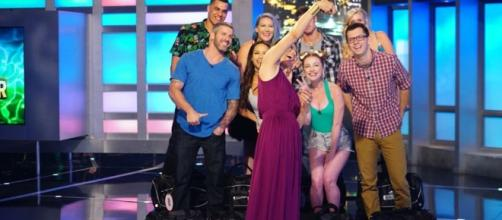 Julie Chen poses with the Big Brother 19 Houseguests – Big Brother ... - bigbrothernetwork.com