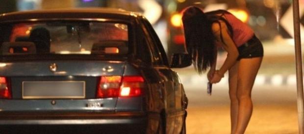 Una prostituta insieme a un cliente, la Furlan chiede una legge per punirli