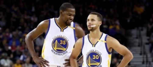 32 punti per Curry e 33 per Kevin Durant